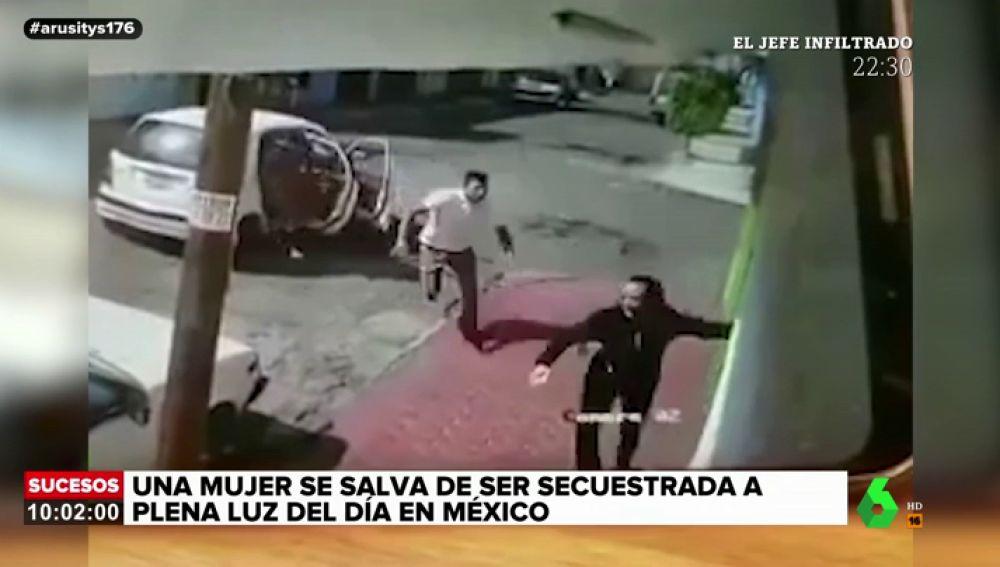 Las impactantes imágenes del intento de secuestro a una mujer en México