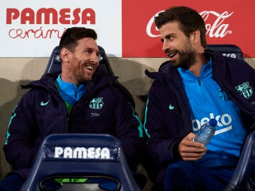Messi y Piqué en el banquillo