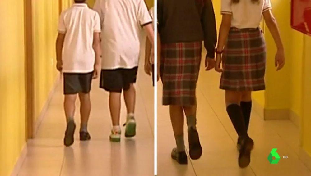 Falda para ellas y pantalón para ellos