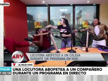 La brutal agresión de una locutora de radio a uno de sus compañeros en pleno directo
