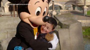 La tierna reacción de los hijos de Irene Villa al conocer a Mickey Mouse en Disneyland París con 'Viajeras con B'