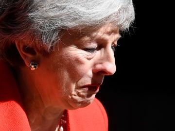 Theresa May llora tras su dimisión