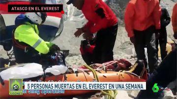Cinco muertos en el Everest tras tres días de atascos en la cumbre del mundo