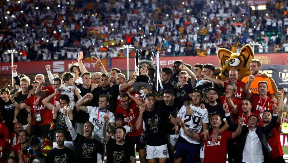El Valencia levanta la Copa del Rey