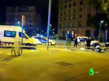 Lugar del atropello de un trabajador de Glovo en Barcelona