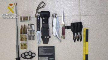 Detienen a dos hombres por un robo violento y encuentran en su casa un cultivo de marihuana y armas
