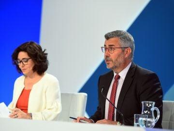 La subsecretaria del Ministerio del Interior, Isabel Goicoechea, y el secretario de Estado de Comunicación, Miguel Ángel Oliver