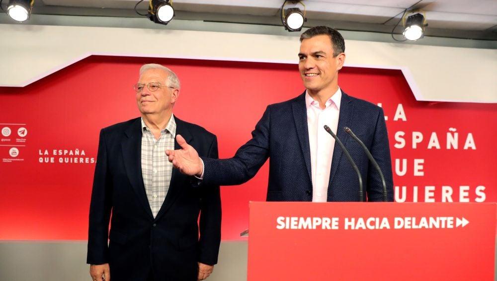 Pedro Sánchez y Josep Borrell