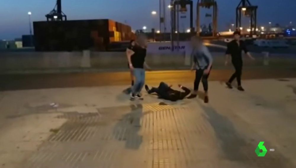 El joven que sufrió una brutal paliza en Cádiz continúa hospitalizado, pero fuera de peligro
