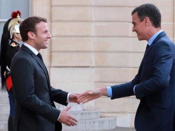 Emmanuel Macron recibe a Pedro Sánchez en París