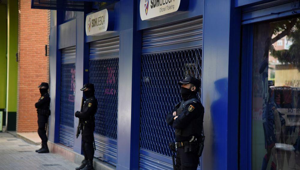 La Policía registra la sede del Huesca