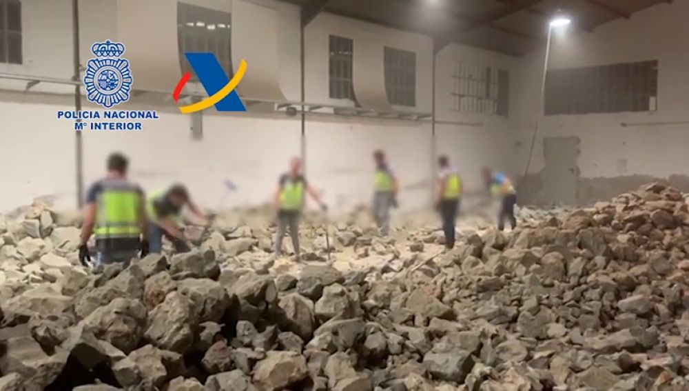 La Guardia Civil interviene una tonelada de cocaína escondida en el interior de falsas piedras