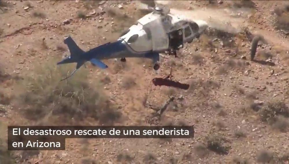 El desastroso rescate de una senderista en Airzona: se queda suspendida en el aire y girando sin parar