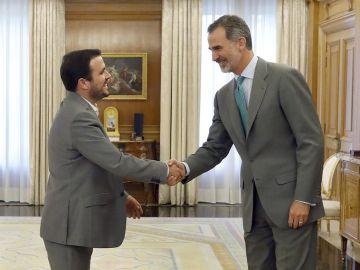 Garzón saluda al rey en Zarzuela