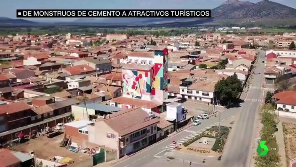 'Titanes': grafiteros y personas con discapacidad dan vida a los grises muros de los pueblos de Ciudad Real