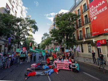 Activistas del movimiento social mundial Extinction Rebellion en Ferraz