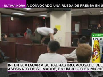 Un hombre intenta agredir al asesino de su madre