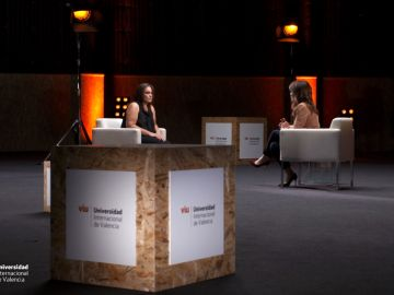Helena Resano charla con Mercedes Rodríguez-Maribona