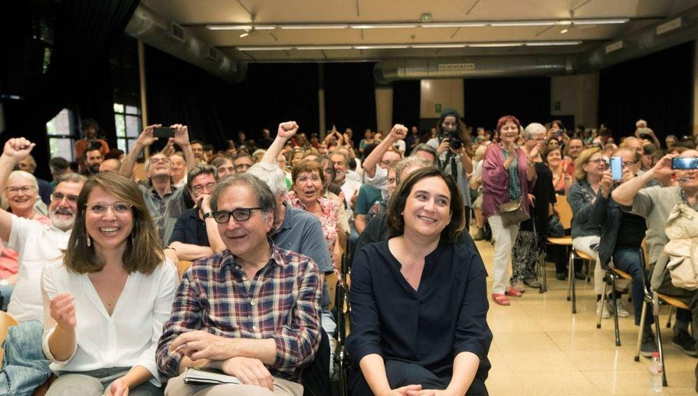 Ada Colau junto a los números dos y tres de los comuns, Joan Subirats y Janet Sanz