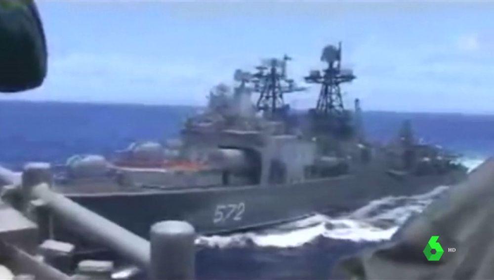 imagen del encontronazo entre un buque de EEUU y uno de Rusia