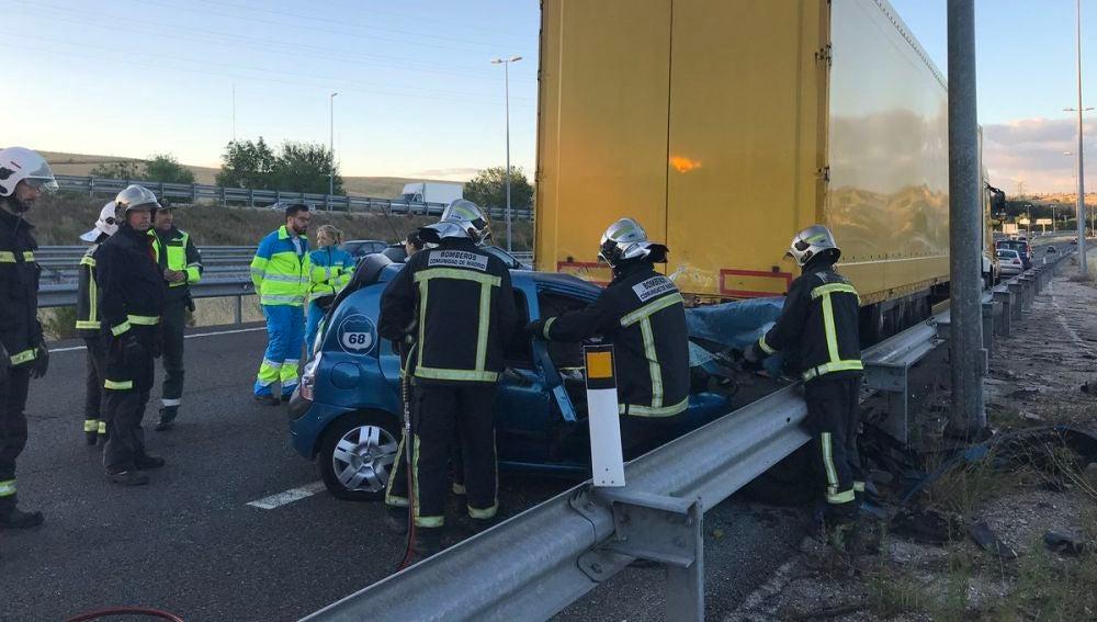 La víctima conducía uno de los coches que ha colisionado contra un camión
