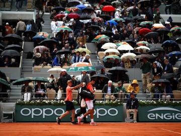Djokovic se retira de la pista de Roland Garros