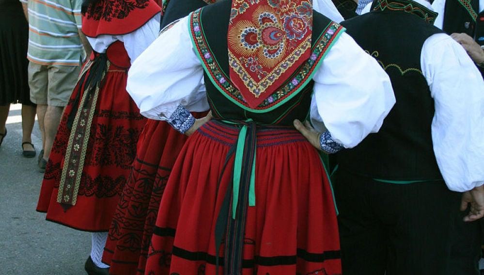 57df3742a Los trajes típicos de España por Comunidades Autónomas | VIAJESTIC