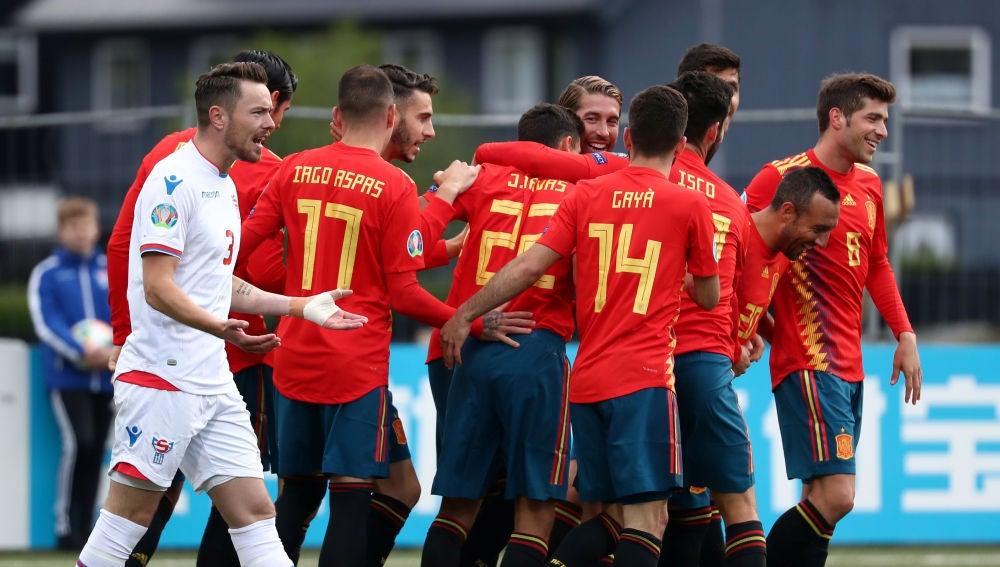 Los jugadores de la selección española celebran uno de los goles contra Islas Feroe