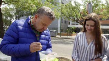 """Alberto Chicote prueba comida de una residencia universitaria: """"Yo no comería esto todos los días"""""""
