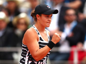 Barty celebra su victoria en Roland Garros