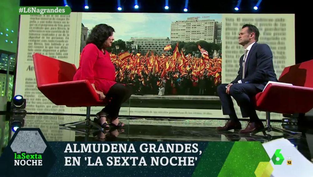"""Almudena Grandes: """"El patriotismo no es ponerse una pulsera con la bandera, es desear que España no haga el ridículo"""""""