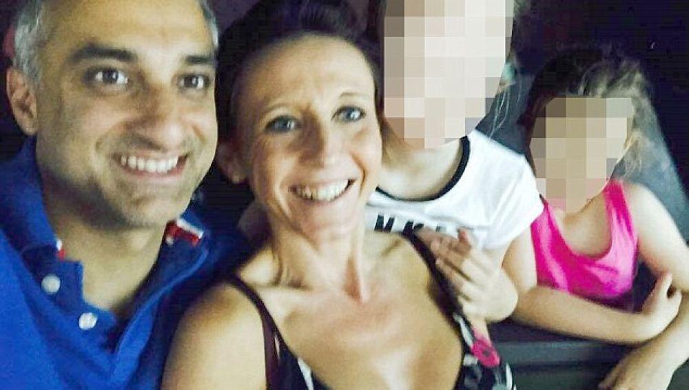 Babur Karamat Raja, Natalie Queiroz y las dos hijas de esta, en una foto familiar antes del suceso.