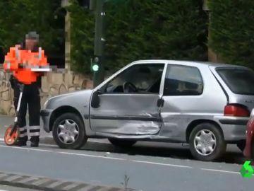 Imagen del vehículo que ha sido embestido por un hombre para atropellar a su expareja