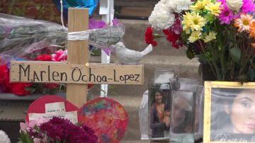 Flores en recuerdo de Marlen Ochoa-Uriostegui