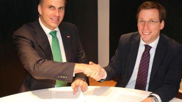 Ortega Smith (Vox) y Martínez Almeida (PP) sellan su acuerdo en Madrid