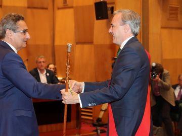 Jorge Azcón recoge el bastón de alcalde de Zaragoza