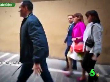 Maite Esporrín (PSN) tiene que salir escoltada del Ayuntamiento de Pamplona tras la proclamación de Maya (NA+) como alcalde