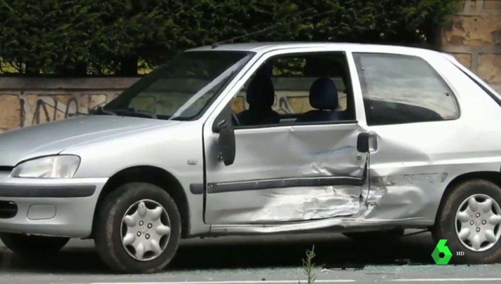 Imagen del coche emnbestido por un hombre que atropelló a su expareja