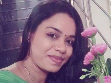 Imagen de la mujer quemada viva en la India