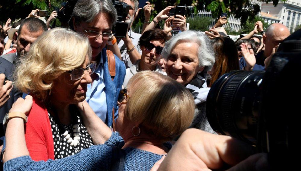 Imagen de la concentración frente al Ayuntamiento de Madrid en apoyo a Manuela Carmena