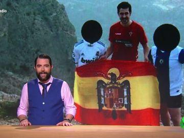 """El concejal de Vox en Orihuela no solo jura el cargo con una cruz """"de medio metro"""", también posa con una bandera franaquista"""