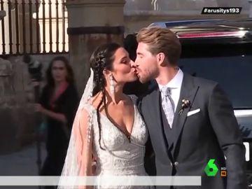 El polémico gesto de Sergio Ramos a Pilar Rubio tras su beso al salir de la catedral de Sevilla