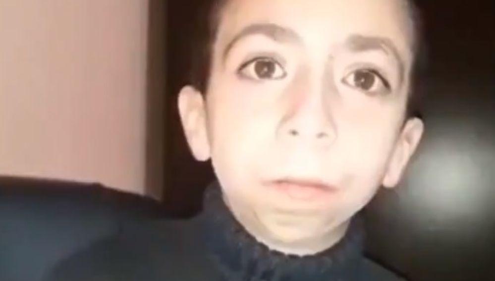 """La desgarradora búsqueda de Gino, un niño que perdió su móvil con los vídeos de su madre fallecida: """"No quiero olvidarla"""""""