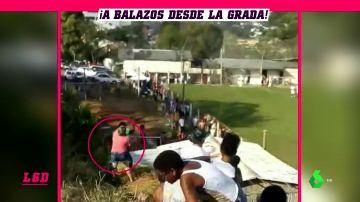 Un hombre dispara un arma en mitad de una tangana durante un partido en Brasil