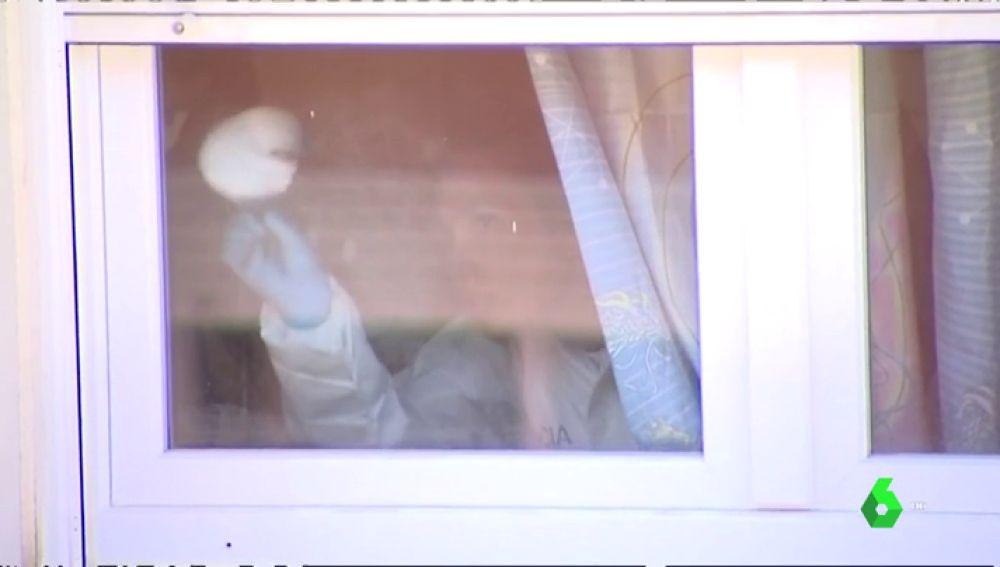 La Policía científica toma muestras del asesinato de la niña en Mataró