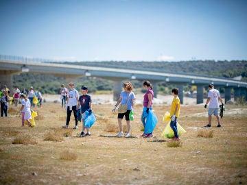 Jornada de voluntariado Libera, proyecto impulsado por Ecoembes y SEO/BirdLife se recogieron 83 toneladas de basura de montes, embalses y mares
