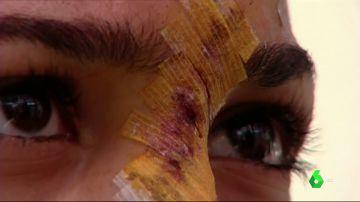 Un joven estampa la cabeza de su exnovia menor contra un escaparate en Sevilla