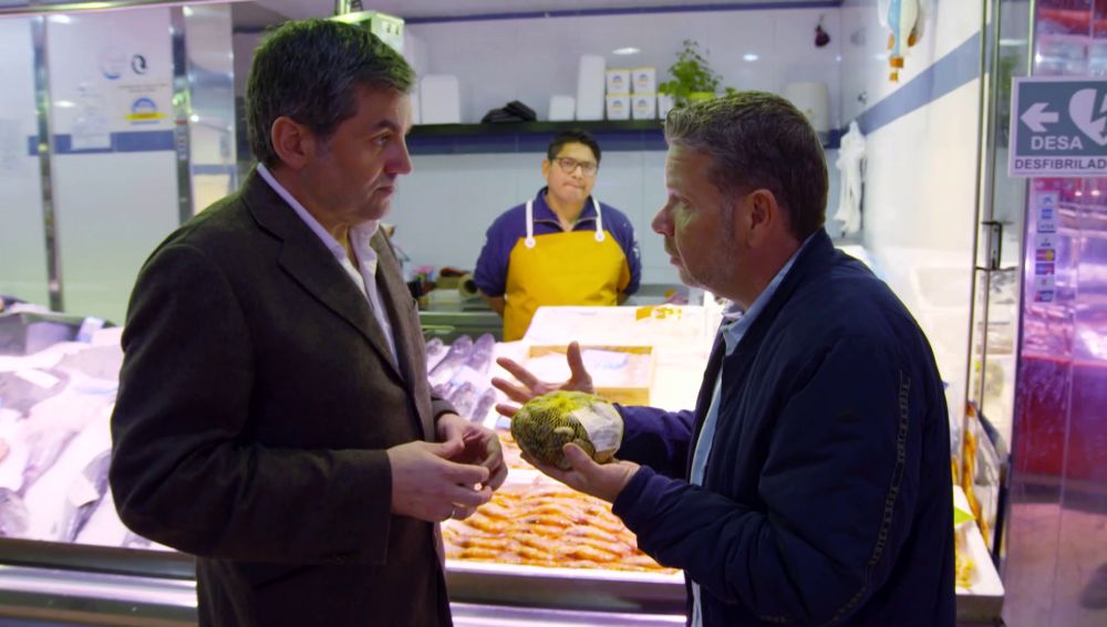 Alberto Chicote habla con un experto