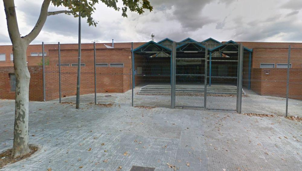 Exterior de la escuela en la que se denunció la agresión