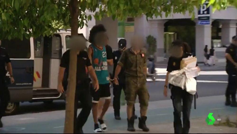 Prisión sin fianza para el joven de 20 años que estampó la cabeza de su exnovia contra un escaparate